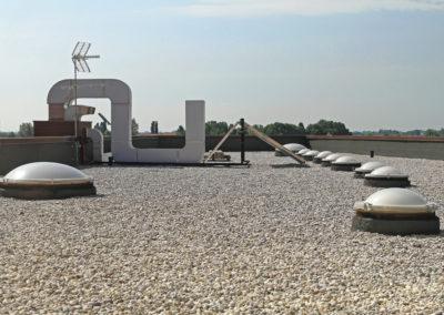 Entrepreneur en installation de toiture en asphalte et gravier à Laval - Toitures et Construction SR Inc à Ste-Anne-des-Plaines
